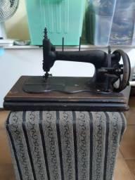 Título do anúncio: Máquina de costura antiguidade