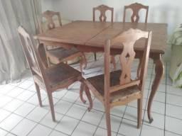Título do anúncio: Mesa retrátil com cadeiras- madeira de lei