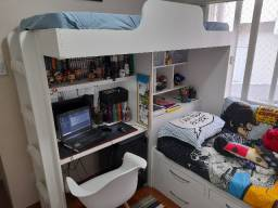 Treliche semi novo com escrivaninha