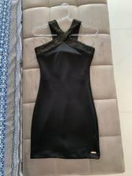 Vestido preto tubinho com detalhe dourado