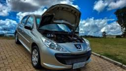 Vendo Peugeot 207 - 1.4 8V Flex 4P Manual