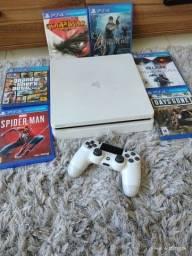 PS4 slim branco.