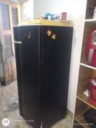 Título do anúncio: Vendo geladeira modelo re29