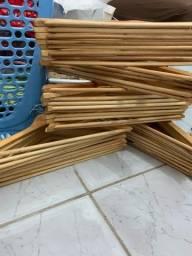 Título do anúncio: 30 cabides de madeira