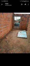 Terreno com parede levantada