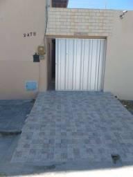 Alugo casa no Edson Queiroz