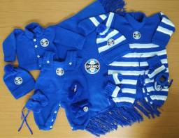 Mega enxoval do Grêmio - saída de maternidade de lã.