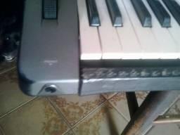 Teclado Yamaha PSR 1000 com disquete + muitos ritmos