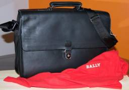 Bally pasta suiça modelo executiva em couro preta