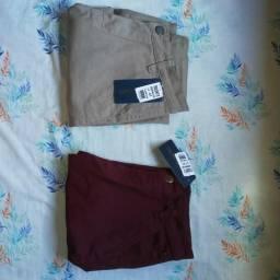 Vende-se duas bermudas jeans a preço de uma na entiqueta