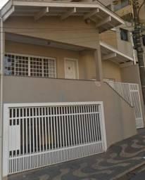 Título do anúncio: Casa no centro próximo ao Lago Municipal com 3 dormitórios em Araras-SP
