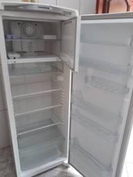 Vendo essa geladeira com freezer em perfeito estado