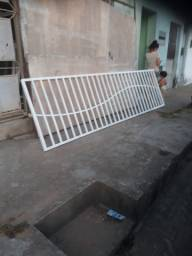 Trabalhamos com fabricação de portões de FERRO