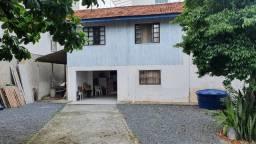Casa com ótimo terreno a 900 metros da praia de Bombas