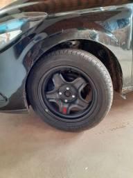 Vendo ou troco 4 pneus com rodas de ferro.