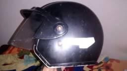 Um capacete