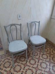Cadeiras antigas. As 2 por 180.