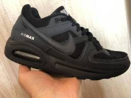 Tênis Nike Air Max.