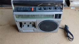 Rádio antigo Panasonic.