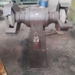 Esmeril de rebolo com coluna e Esmeril de chicote - Usados.