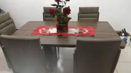 Título do anúncio: Vendo ou Troco mesa grande com 5 cadeiras por uma mesa pequena com 4 cadeiras