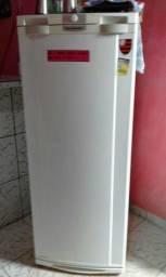 Geladeira 270 litros