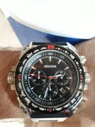 72b16c89eb Relógio Magnum