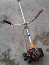 Máquina de cortar grama em perfeito estado