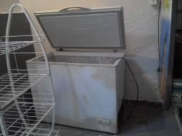 Vendo Freezer tem que por gás