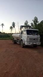 Locação de caminhões e distribuição de água ( caminhão pipa )