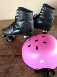 Patins preto com capacete rosa