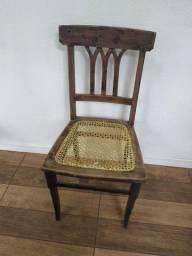Título do anúncio: Cadeira antiga