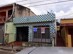 Casa na Eduardo Mendonça com 2/4.