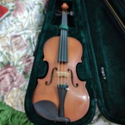 Violino muito novo, usado apenas uma vez