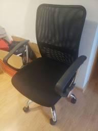 Título do anúncio: Cadeira escritório semi nova