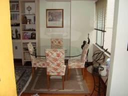 Mesa de vidro temperado com suporte de mármore acompanhando 4 cadeiras
