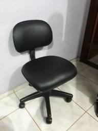 Título do anúncio: Cadeira secretária giratória em courvin