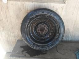 Vendo uma roda de carro aro 14 ela está em bom estado número de telefone 999032176