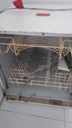 Vende se máquina de lavar louça para retirada de peças