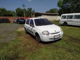 Clio Authentique 16V Ano 2001 repasse Ar Condicionado - Repasse