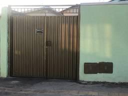 Casa 3 quartos a 3 minutos do setor Campinas e av. leste oeste