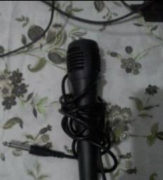 Vendo esse microfone de karaokê