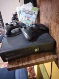 Xbox 360 semi novo tem 4 jogos  700 reais contato *