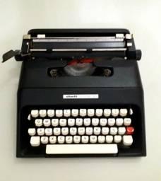 Máquina de Datilografia portátil,  novinha. Com bolsa