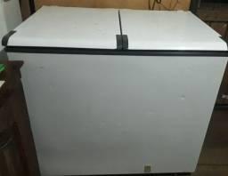 Vende se um freezer por 900