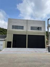 Galpão de 450m² privativos em Balneário Camboriú edificado para equip. pesados