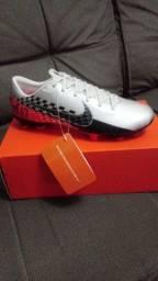 Chuteira Nike Vapor 13 academy