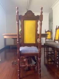 Cadeiras de madeira nobre cerejeira entalhada e torneada