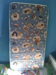 Mini cama branca, com colchão