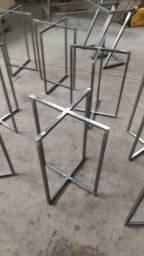 Base de metal para mesa.